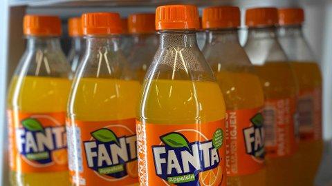 STOR FORSKJELL: Det er stor forskjell på hvor mye sukker det er i norsk versus britisk Fanta.