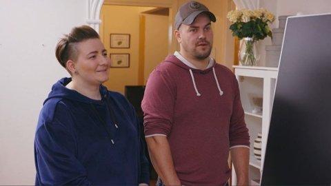 LUKSUSFELLEN: Økende gjeld og lite nedbetalingskraft gjorde at Camilla og Kent Aase fikk tvangssalg av huset deres som en reell trussel over seg. Foto: TV3/Viaplay.