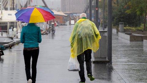 Det er bare å hente frem regntøyet i starten av neste uke, hvis du bor i Sør-Norge.