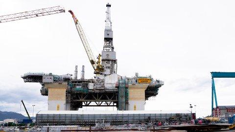 SER LYST PÅ FRAMTIDEN: Bedriftene i oljebransjen er mer positive til tiden fremover enn bedriftene ellers. Her fra Aker Solutions Stord i Vestland.