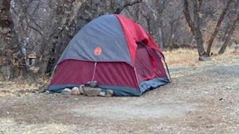 Den 47 år gamle kvinnen som på søndag funnet i en nasjonalpark i Utah i USA etter at hun hadde vært savnet siden november i fjor, bodde i dette teltet.