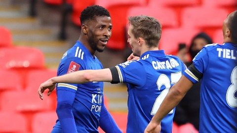 Kelechi Iheanacho er i kjempeform. Leicester-spissen har scoret ti mål i Premier League denne sesongen. Her jubler han etter å ha scoret for the Foxes i semifinalen i FA-cupen mot Southampton.
