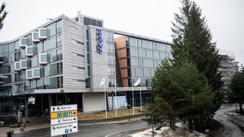 HOTELLTUR: Fra søndag 9. mai klokken 12 har de som har kommet til Norge fra land utenfor EØS og Schengenområdet, blitt pålagt karantenehotell.