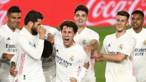 Casemiro og resten av lagkameratene jubler etter scoring mot Osasuna den 1.mai. Søndag kan det bli mer jubel mot Sevilla.