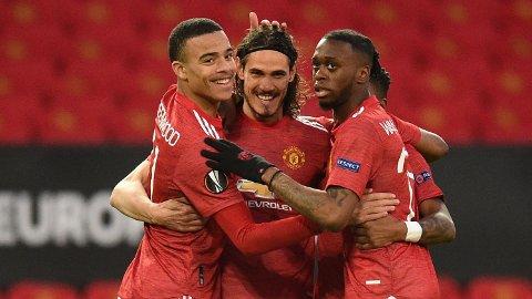 Edinson Cavani (midten) jubler sammen medAaron Wan-Bissaka og Mason Greenwood etter å ha scoret i Europa League. Tirsdag kan Cavani og Greenwood starte sammen mot Leicester.