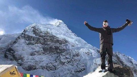 NÅDDE TOPPEN: Eks-håndballspiller Frank har besteget verdens høyeste fjell, Mount Everest. Her fra en av campene før oppstigningen til toppen startet.