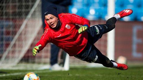 Per Kristian Bråtveit under fotballandslagets trening på Ullevaal stadion i Oslo mandag. Foto: Trond Reidar Teigen / NTB