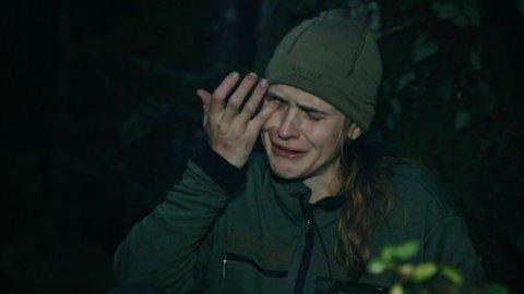 TAR TIL TÅRENE: Linnéa Myhre tar til tårene under lørdagens episode av«Kompani Lauritzen» og må tilkalle hjelp.