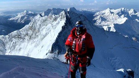 EVEREST: Her er Frank Løke bare noen meter unna toppen til verdens høyeste fjell.