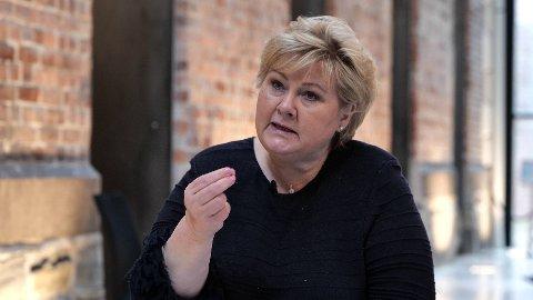 RASIZM: Premier Erna Solberg (H) nie chce używać określenia «rasizm strukturalny», ale przyznaje, że jest to problem występujący w Norwegii.Na zdjęciu: Premier Erna Solberg w wywiadzie udzielonym Nettavisen, 12 maja 2021.