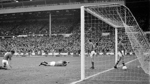 Det er 52 år siden siste Leicester spile en FA-cupfinale. Her fortviler Leicester-spillerne Graham Cross, Peter Shilton, Alan Woollett og Peter Rodrigues etter Manchester Citys 1-0-scoring i FA-cupfinalen i 1969.
