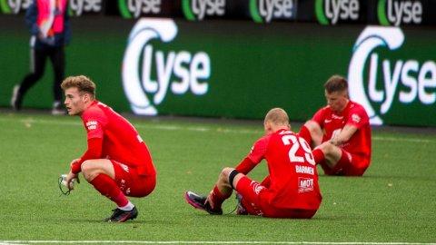 Brann-spillerne depper etter tapet mot Viking i serieåpningen. Vi tror bergenserne går på sitt tredje tap for sesongen i Molde søndag kveld.