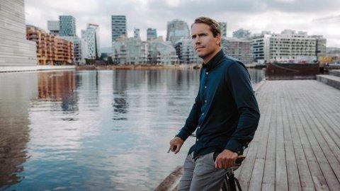 Den tidligere skiskytterstjernen Emil Hegle Svendsen er ambassadør for det norske skjortemerket Stoix.
