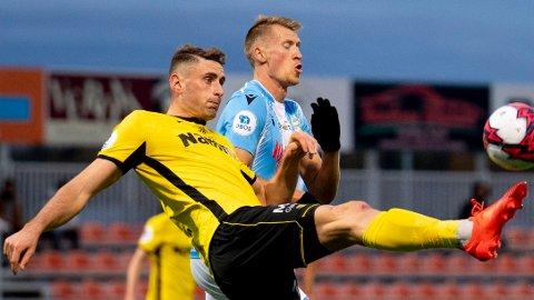 Raufoss-spiller Marius Alm stoppet Aalesund sist de besøkte Nammo Stadion. Han er fortsatt fast inventar i midtforsvaret til totningene.