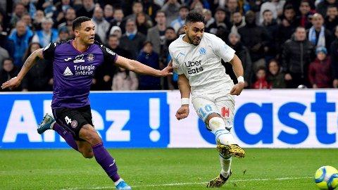 Ruben Gabrielsen (t.v.) i duell med Dimitri Payet. Totningen fikk åtte kamper i Ligue 1 før klubben hans rykket ned. Nå spiller Toulouse opprykkskvalik.