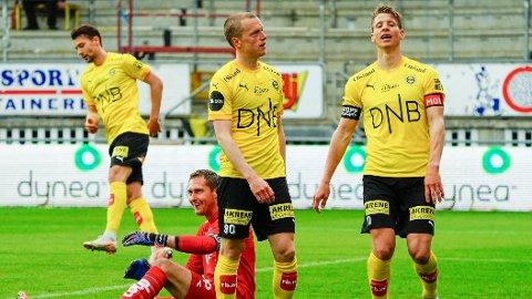 Lillestrøms Daniel Gustafsson og Thomas Lehne Olsen fortviler etter en misbrukt mulighet.