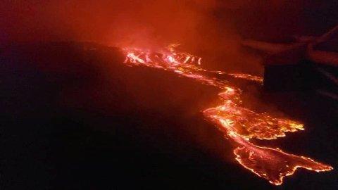 Bilder viser lavastrømmen fra Nyiragongo-vulkanen, som hadde et stort utbrudd lørdag.