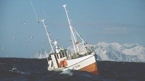 KAN STRAFFES: Kystverket forslår at man kan straffe båter som ikke kommuniserer gjennom formelle kanaler på engelsk.Historisk bilde, lofotfiske, 1987. Foto: Morten Hvaal, NTB