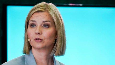 AVLYSER: Kunnskapsminister Guri Melby setter en strek over muntlig eksamen i år.