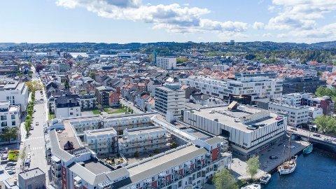 Nesten 100 personer var samlet til fredagsbønn i en moské i Kristiansand. Nå frykter kommunen et større smitteutbrudd.