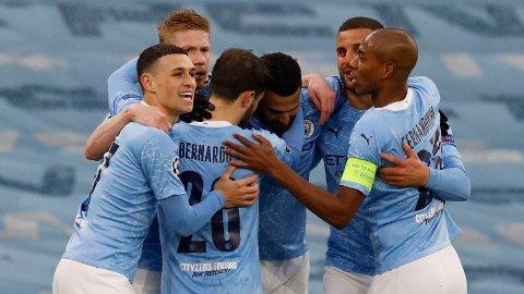 Phil Foden og lagkameratene i Manchester City jubler etter 1-0-scoringen mot PSG på Etihad.