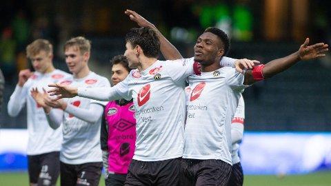 Sogndals spillere feirer etter seieren mot Ranheim i kvalifiseringskampen på Fosshaugane Campus forrige sesong. Lørdag er det kanskje klart for ny feiring når Sandnes Ulf kommer på besøk.