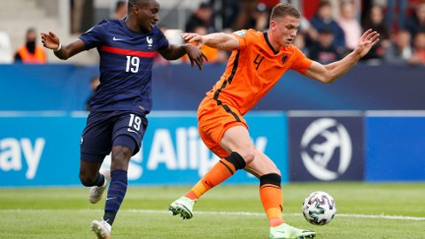 Sven Botman (t.h.) må tette det nederlandske forsvaret i torsdagens kamp mot Tyskland.