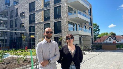 BOLIGEIERE UTEN BOLIG: Maria og Mattias skulle egentlig flytte inn i mars 2020, men Oslo kommune lar de ikke flytte inn på grunn av en bro som skulle ha vært klar for lenge siden.