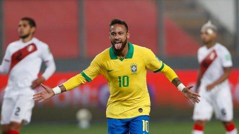 Neymar jubler etter å ha scoret sitt tredje mål mot Peru.