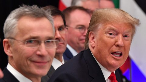 Her er Natos generalsekretær Jens Stoltenberg sammen med daværende president Donald Trump under en lunsj i forbindelse med Nato-toppmøtet i London i desember 2019.