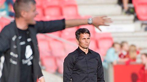 Tidligere Tromsø-trener Simo Valakari (t.h.) har tatt over som trener i KuPS i Finland. Arne Erlandsen var trener i den finske klubben sist sesong.