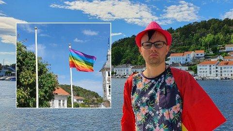 REAGERER: Andreas Haugland Ausland mener det er vanskelig å leve som åpent homofil i Risør. Nå har også et av byens få regnbueflagg blitt stjålet.