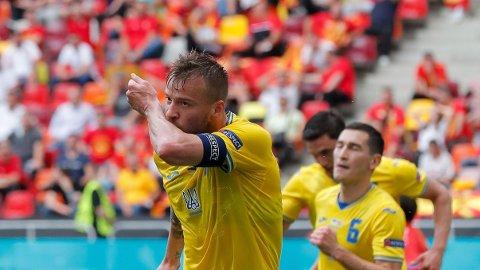 Ukraina-spillere feirer scoring i første omgang. De kunne til slutt juble for seier.