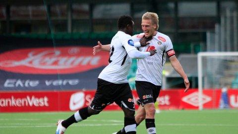 RUNDENS LAG: Per-Egil Flo (til høyre) er tatt ut på rundens lag i OBOS-ligaen. Her fra kvalifisering til Eliteserien i 2013.