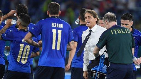 Roberto Mancini og Italia vil tangere en legendarisk rekord søndag, om de unngår tap mot Wales i siste gruppespill-kampen i EM.
