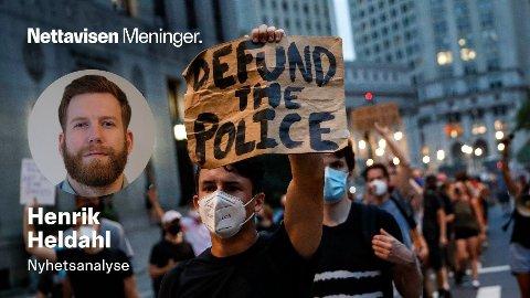 DEFUND THE POLICE: Black Lives Matter-demonstranter i New Yorks gater, juli 2020.