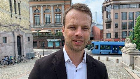 RASER: Frps stortingsrepresentant Jon Helgheim reagerer kraftig på at Høyre forsøkte å danne byråd med MDG i Oslo. Selv sier han det ville vært helt uaktuelt for Frp å støtte et slikt byråd på borgerlig side.
