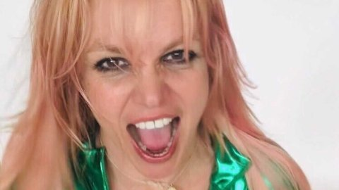 De siste årene har Britney Spears ønsket å løsrive seg fra farens kontroll, foreløpig uten hell. Nå sent onsdag kveld skal den berømte 39-åringen omsider fortelle sin side av saken.