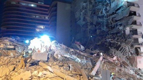 Bygningen i Miami ser slik ut etter å ha kollapset.