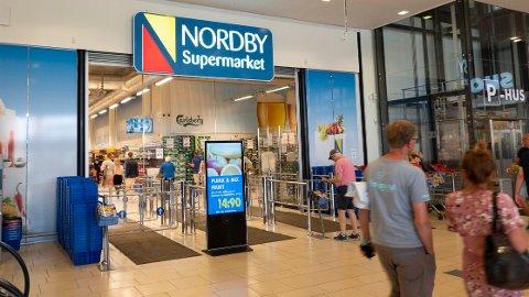 MYE Å SPARE: Røyk og alkohol er 60 prosent dyrere i Norge enn i Sverige, matvarer 25 prosent.
