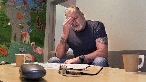 Eirik Jensen mener han er uskyldig dømt til 21 års fengsel. Året som har gått har vært tungt og han isolerer seg fra de andre medfangene. Den tidligere politihelten har likevel troen på at han skal bli løslatt om ikke altfor lenge.