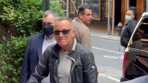500.000 jobber har forsvunnet i New York City etter at pandemien kom. Nå starter Bruce Springsteen opp en ny rekke konserter på Broadway, for å sparke i gang sesongen i det svært populære og innbringende området i byen.