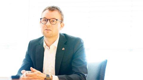 Barne- og familieminister Kjell Ingolf Ropstad (KrF) ønsker å stramme inn reglene.