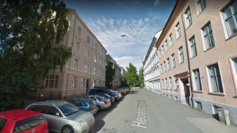 I en leilighet i Hegdehaugsveien på Majorstua i Oslo skal mannen ha voldtatt den unge kvinnen i august 2014. Han er nå dømt til fengsel i fire år og seks måneder.
