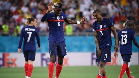 FÅR KRITIKK: Paul Pogba og de franske stjernene får det glatte lag etter tapet mot Sveits.