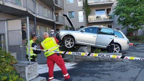 POLITIJAKT: Slik endte kjøreturen for en bil som nektet å stase for politiet i Oslo lørdag ettermiddag. Foto: Koubang Mbilase Enyam / Avisa Oslo.