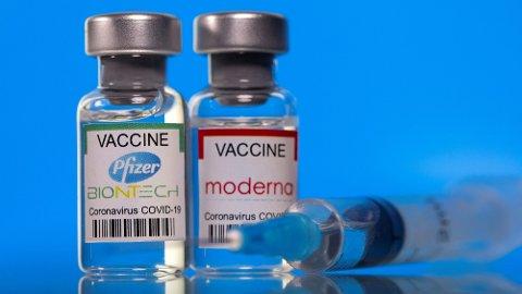 I Norge er det koronavaksinene fra Pfizer og Moderna som benyttes i vaksineprogrammet.
