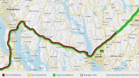 VOKSENDE KØER: Allerede klokka 14 fredag meldte Vegtrafikksentralen Sør om saktegående kø på E18 ved Drammen i sørgående retning og mellom Larvik og Bamble.