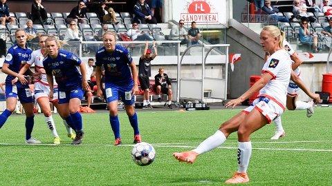 Lisa Naalsund scoret 3-1 målet for Sandviken da de slo Vålerenga 3-2 hjemme på Stemmemyren i fjorårssesongen. Vi tror Naalsund og Sandviken også vinner lørdagens hjemmekamp mot Vålerenga.