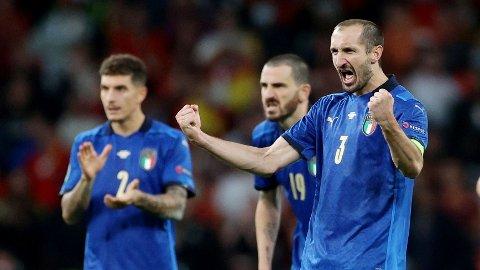 Giorgio Chiellini jubler hemningsløst etter at laget slo Spania i semifinalen. Den italienske forsvarsveteranen har storspilt for Italia i EM.